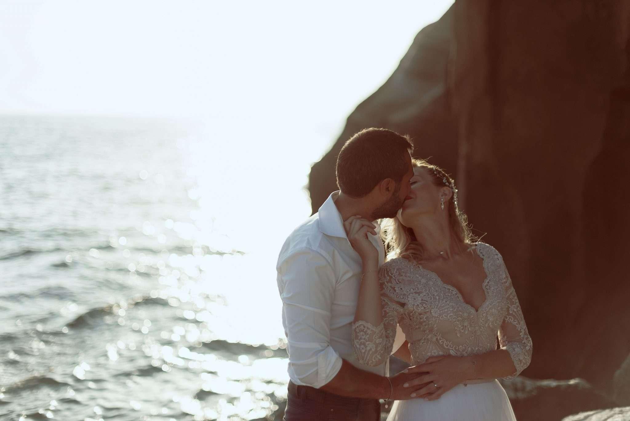 Fotografia bacio sposi wedding reportage Napoli realizzata da Barbara Trincone fotografa con studio a Pozzuoli - Napoli