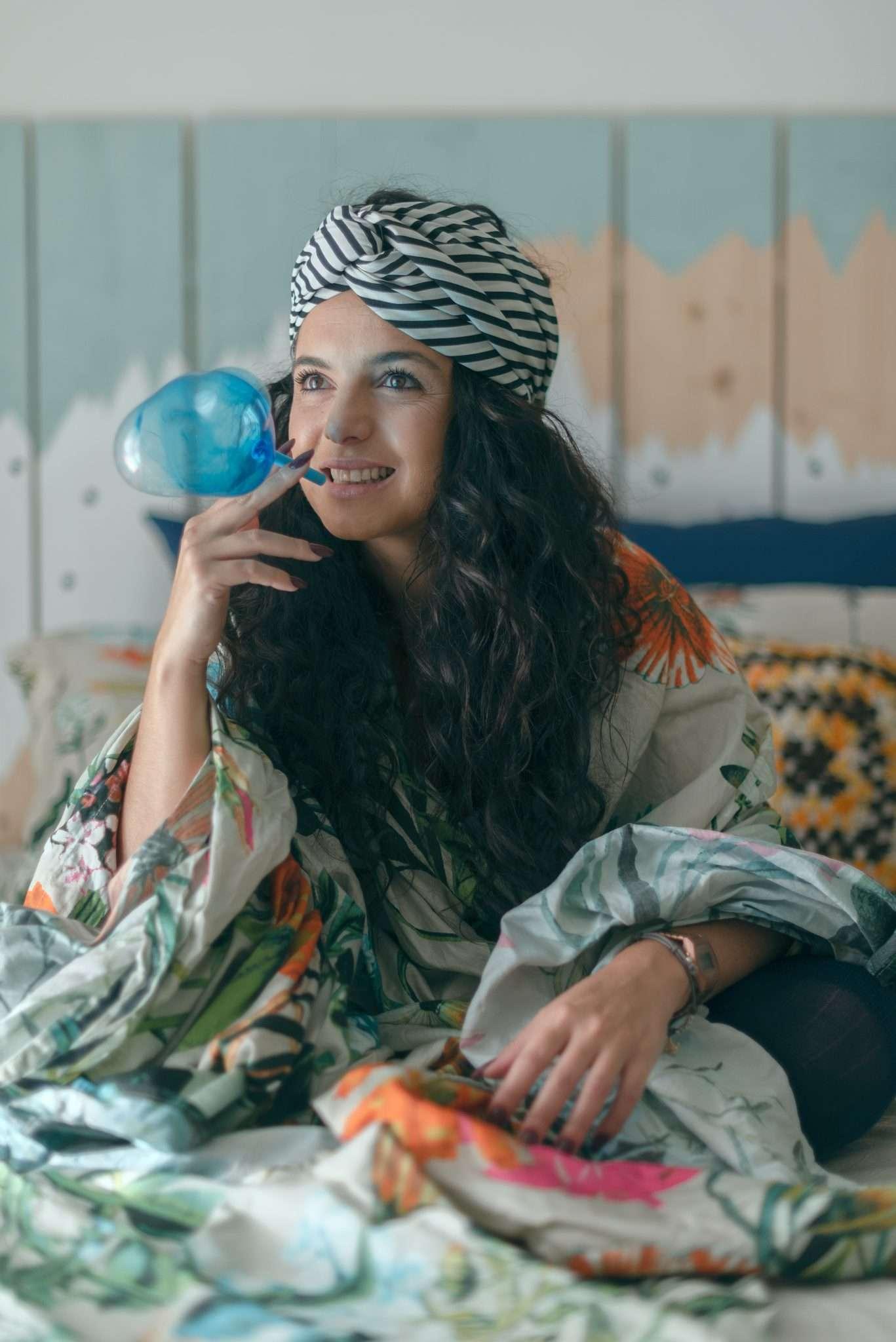 Fotografia Claudia con fascia nei capelli realizzata da Barbara Trincone fotografa ritrattista professionista di Napoli, esegue servizi di creazione ed ampliamento lookbook per modelle/i e attori
