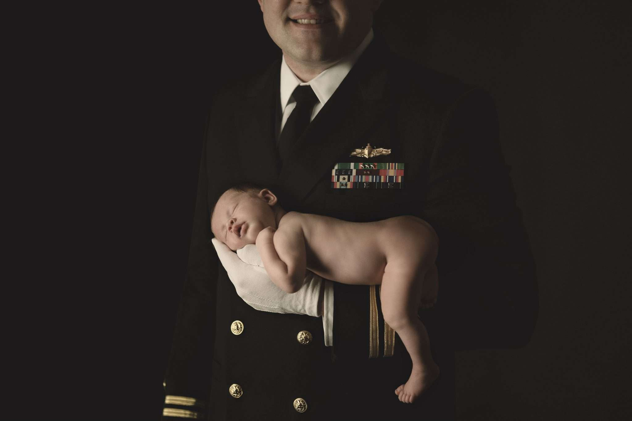 Newborn photography uniform Naples America realizzata da Barbara Trincone fotografo specializzato in fotografia di gravidanza, genitorialità, nascita