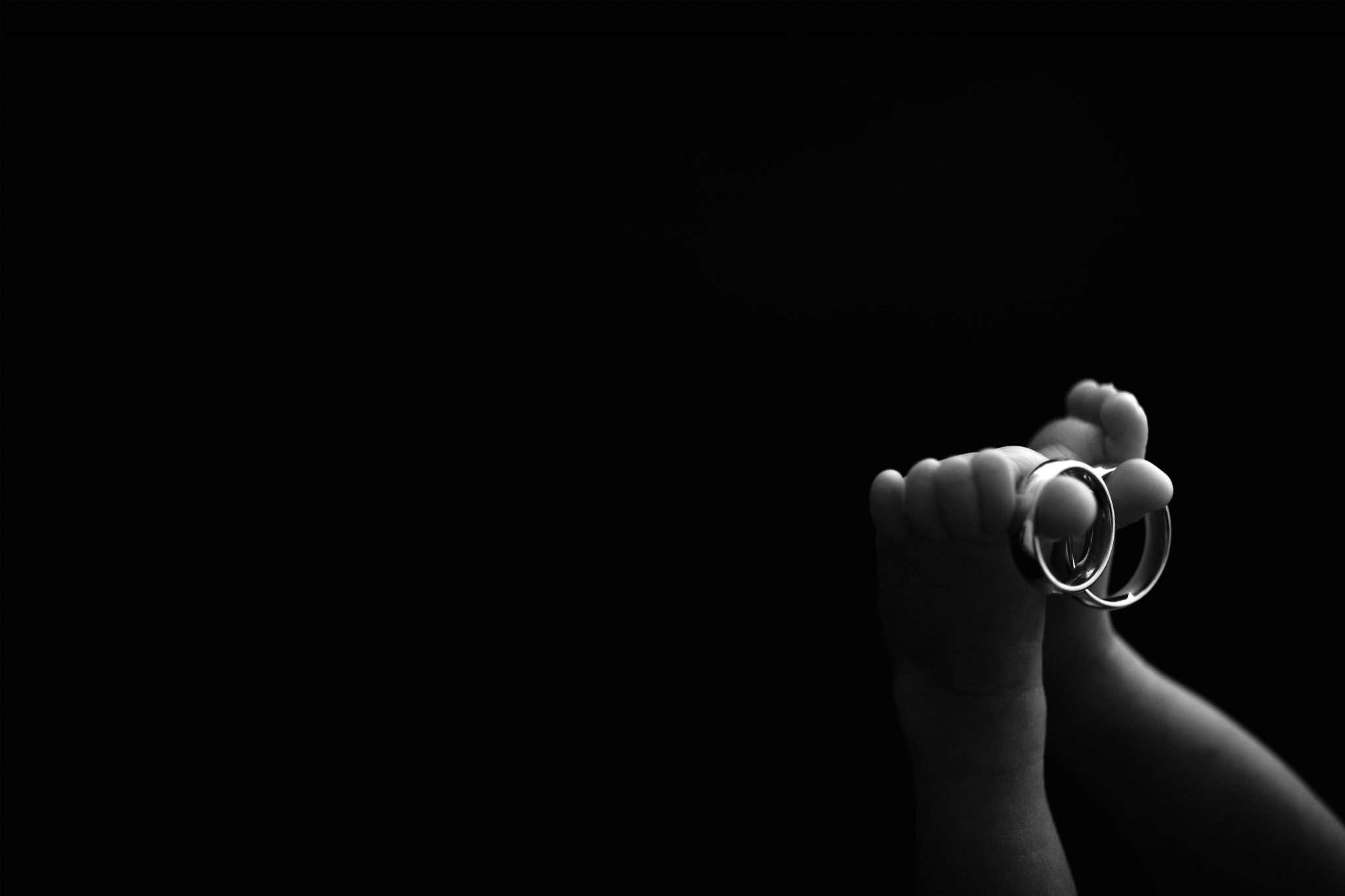 Newborn photography ring realizzata da Barbara Trincone fotografo specializzato in fotografia di gravidanza, genitorialità, nascita