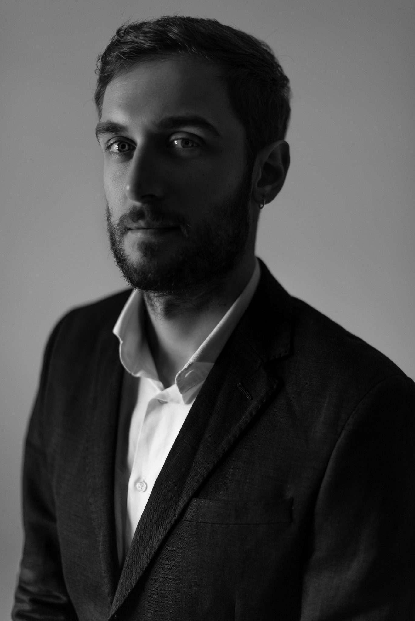 Fotografia ritratto Raffaele mandolinista realizzata da Barbara Trincone fotografa professionista a Napoli specializzata in fotografia musicale, ritratti per artisti, band, attori, cantanti, musicisti