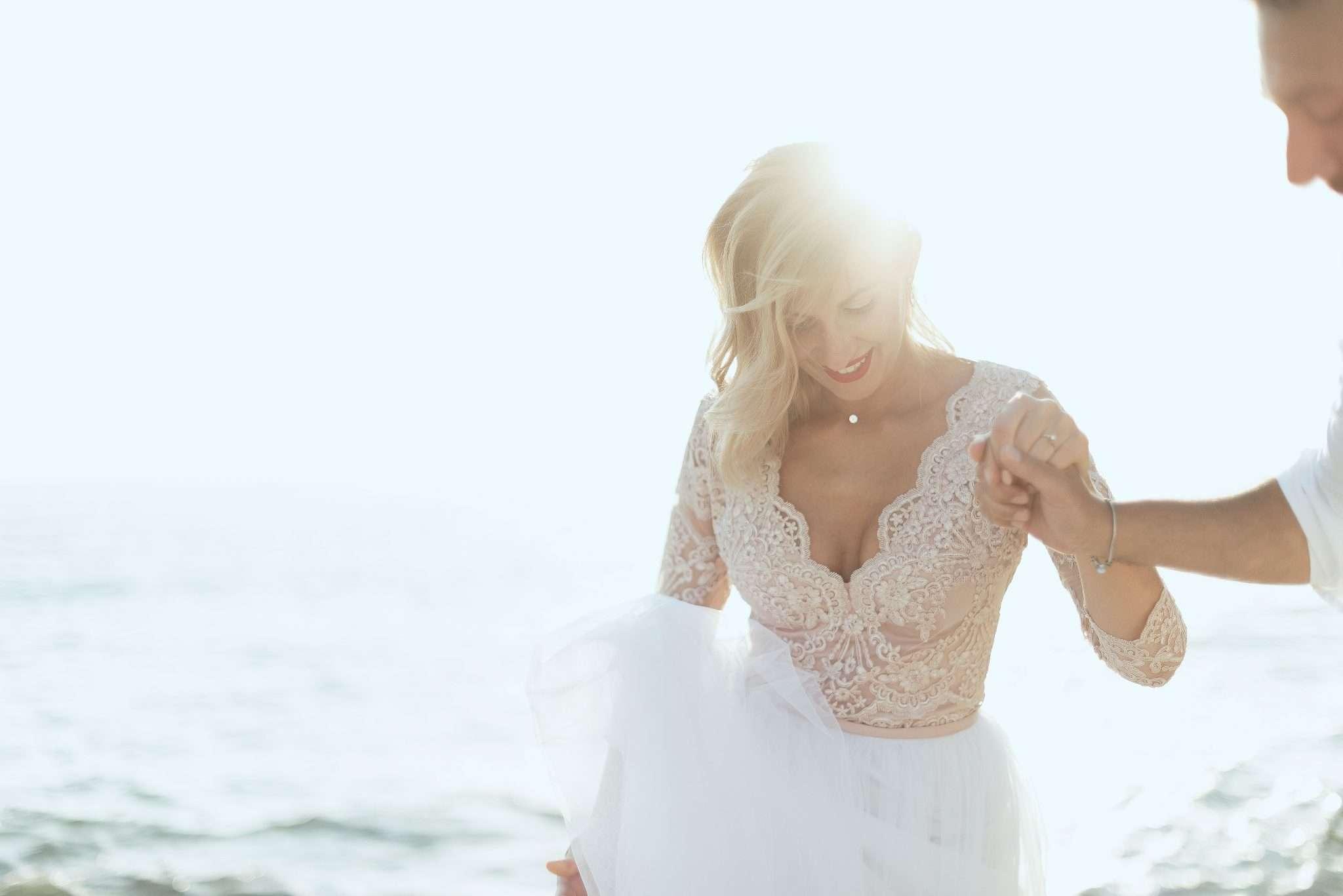 Fotografia sposa al mare - wedding reportage realizzata da Barbara Trincone fotografa con studio a Pozzuoli - Napoli