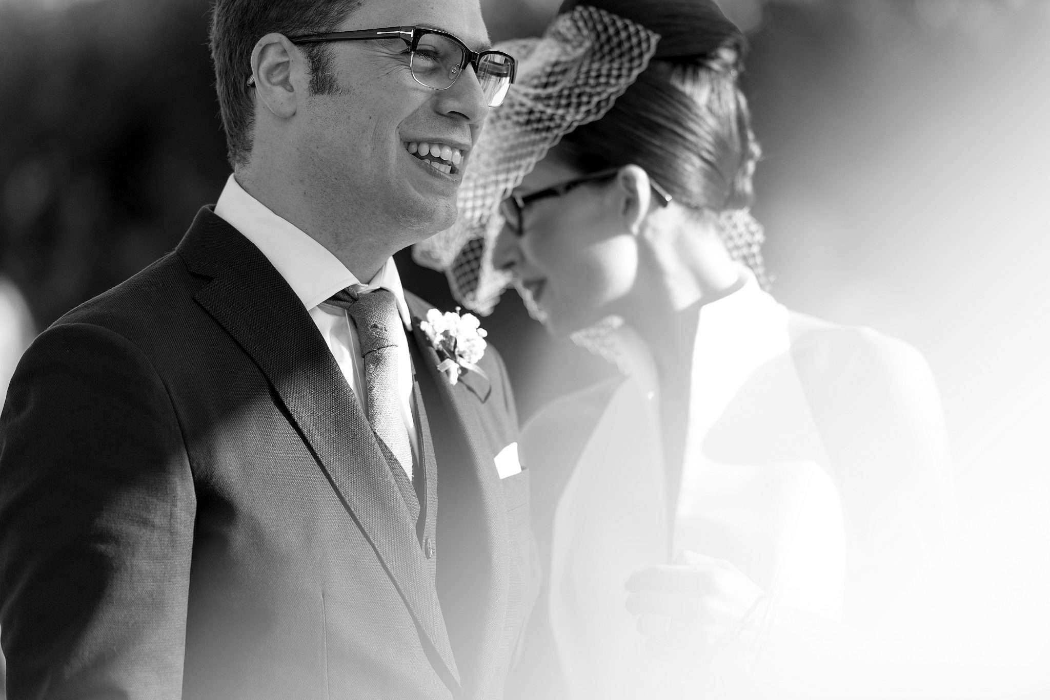 Fotografia sposo felice al matrimonio realizzata da Barbara Trincone fotografa con studio a Pozzuoli Napoli, specializzata in wedding reportage