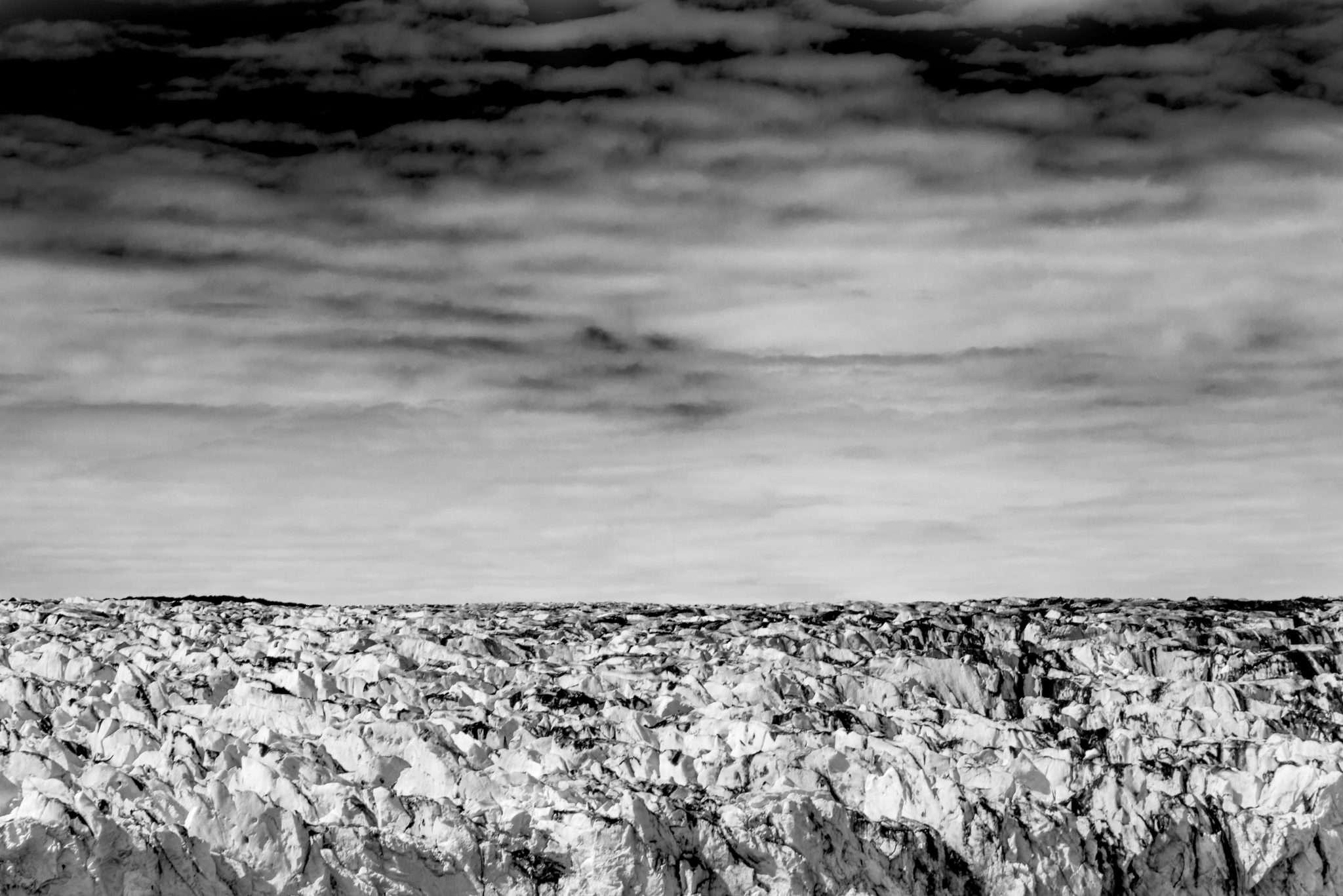 Fotografia paesaggio landscape in islanda con rocce e ghiacciaio in bianco e nero realizzata da Barbara Trincone, fotografa professionista paesaggista e di reportage con studio privato a Pozzuoli Napoli
