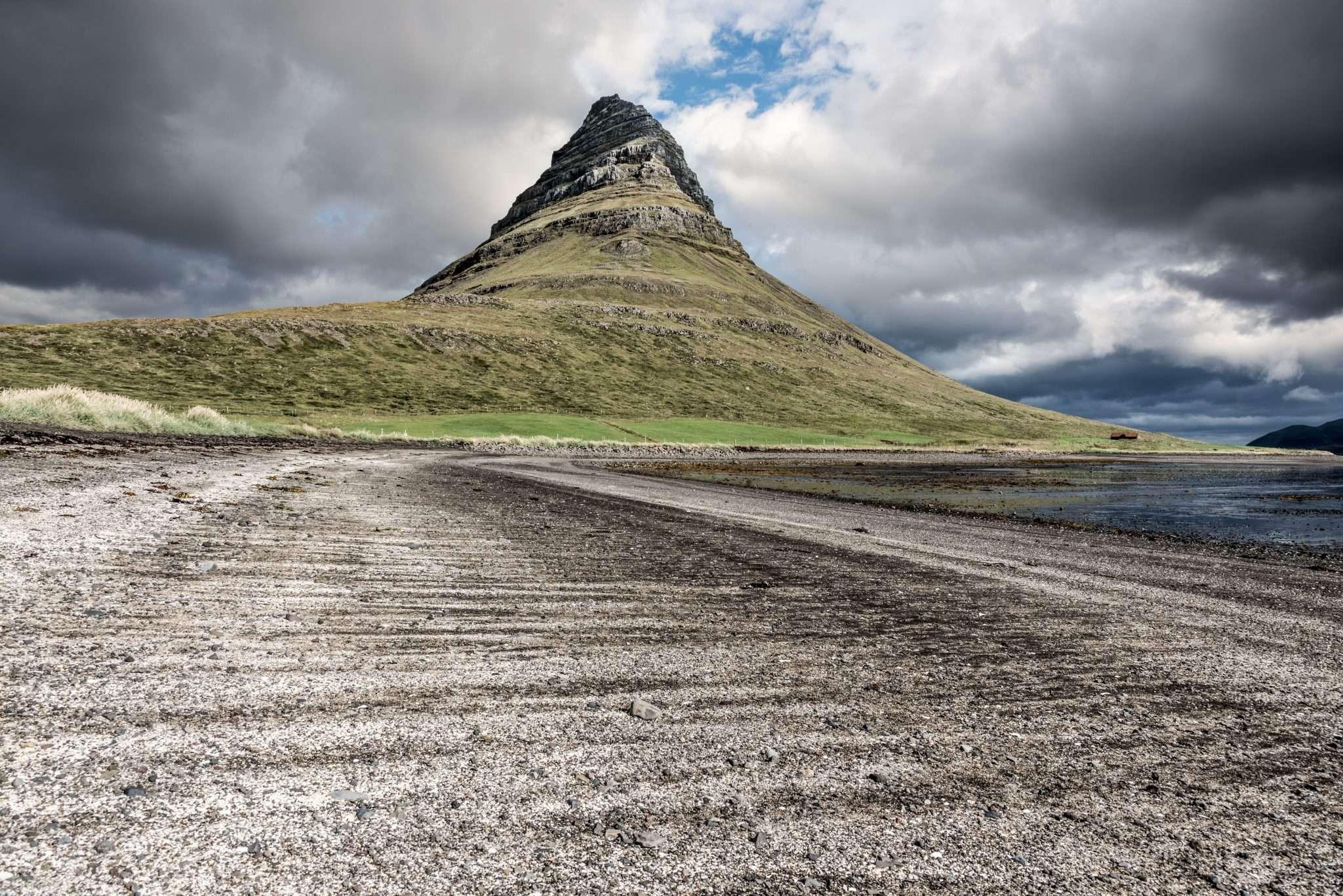 Fotografia paesaggio Islanda monte cono realizzata da Barbara Trincone, fotografa professionista paesaggista e di reportage con studio privato a Pozzuoli Napoli