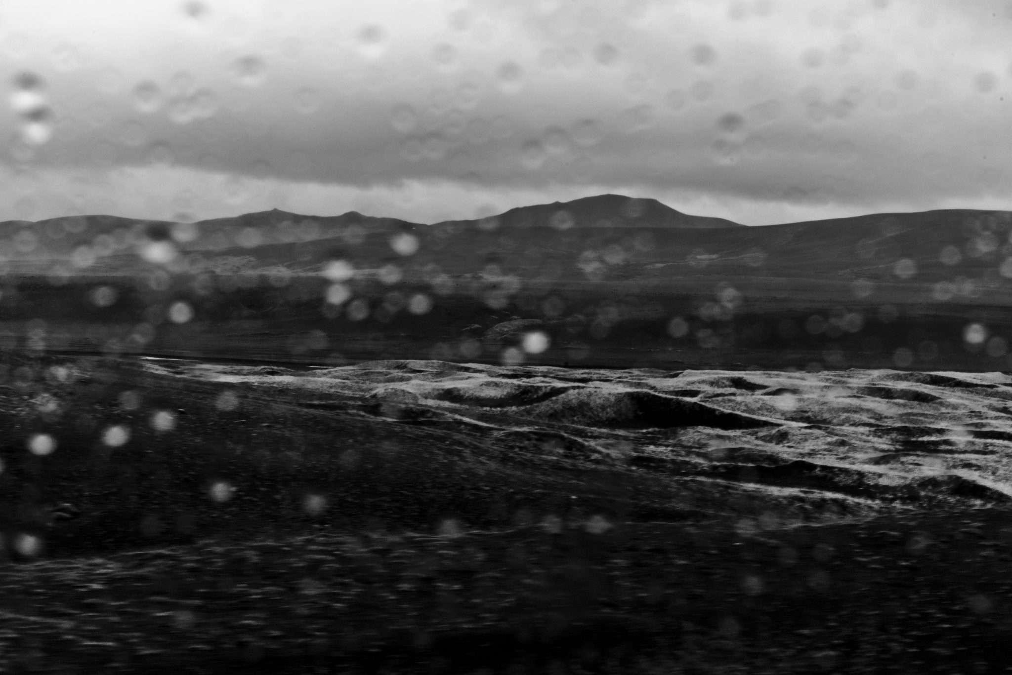 Fotografia landscape in islanda con pioggia in biancoenero realizzata da Barbara Trincone, fotografa professionista paesaggista e di reportage con studio privato a Pozzuoli Napoli