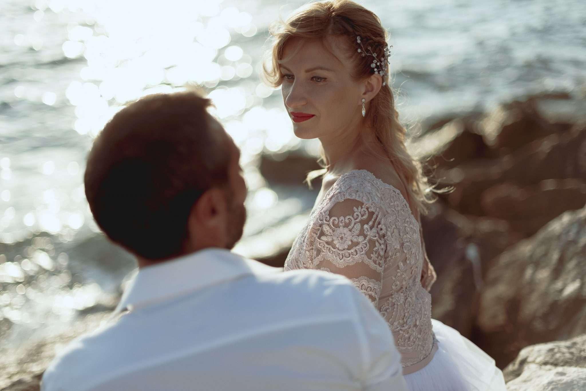 Fotografia sposi al mare reportage Pozzuoli realizzata da Barbara Trincone fotografa con studio a Pozzuoli - Napoli