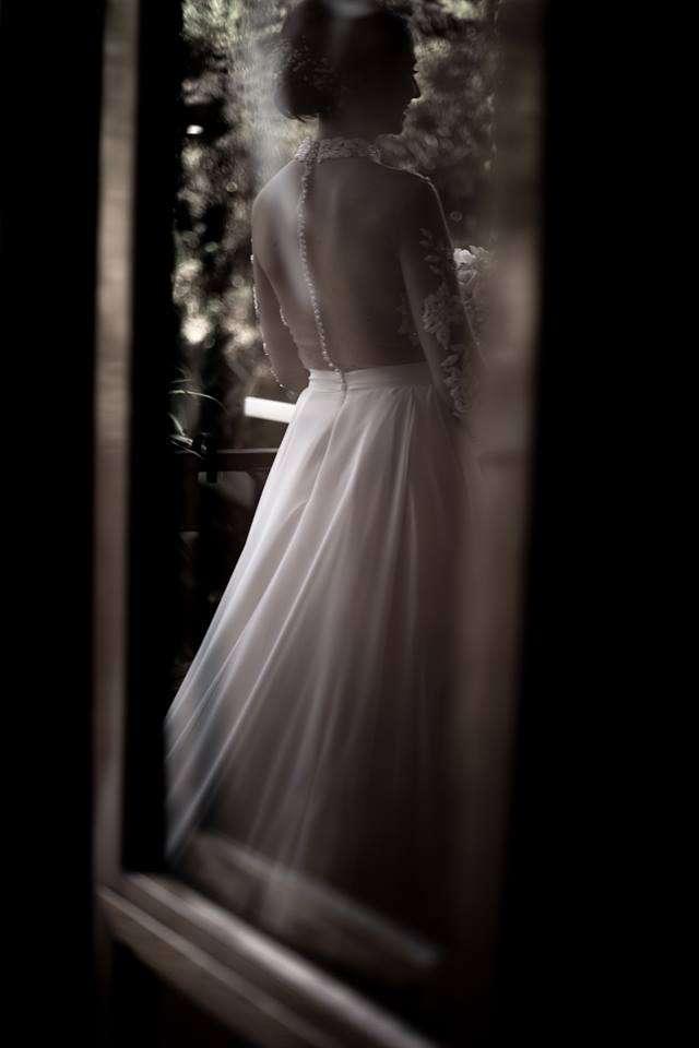 Fotografia schiena sposa realizzata da Barbara Trincone fotografa con studio a Pozzuoli Napoli, specializzata in wedding reportage