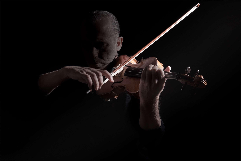 Fotografia portrait musicista Cannavacciuolo realizzata da Barbara Trincone fotografa professionista a Napoli specializzata in fotografia musicale, ritratti per artisti, band, attori, cantanti, musicisti