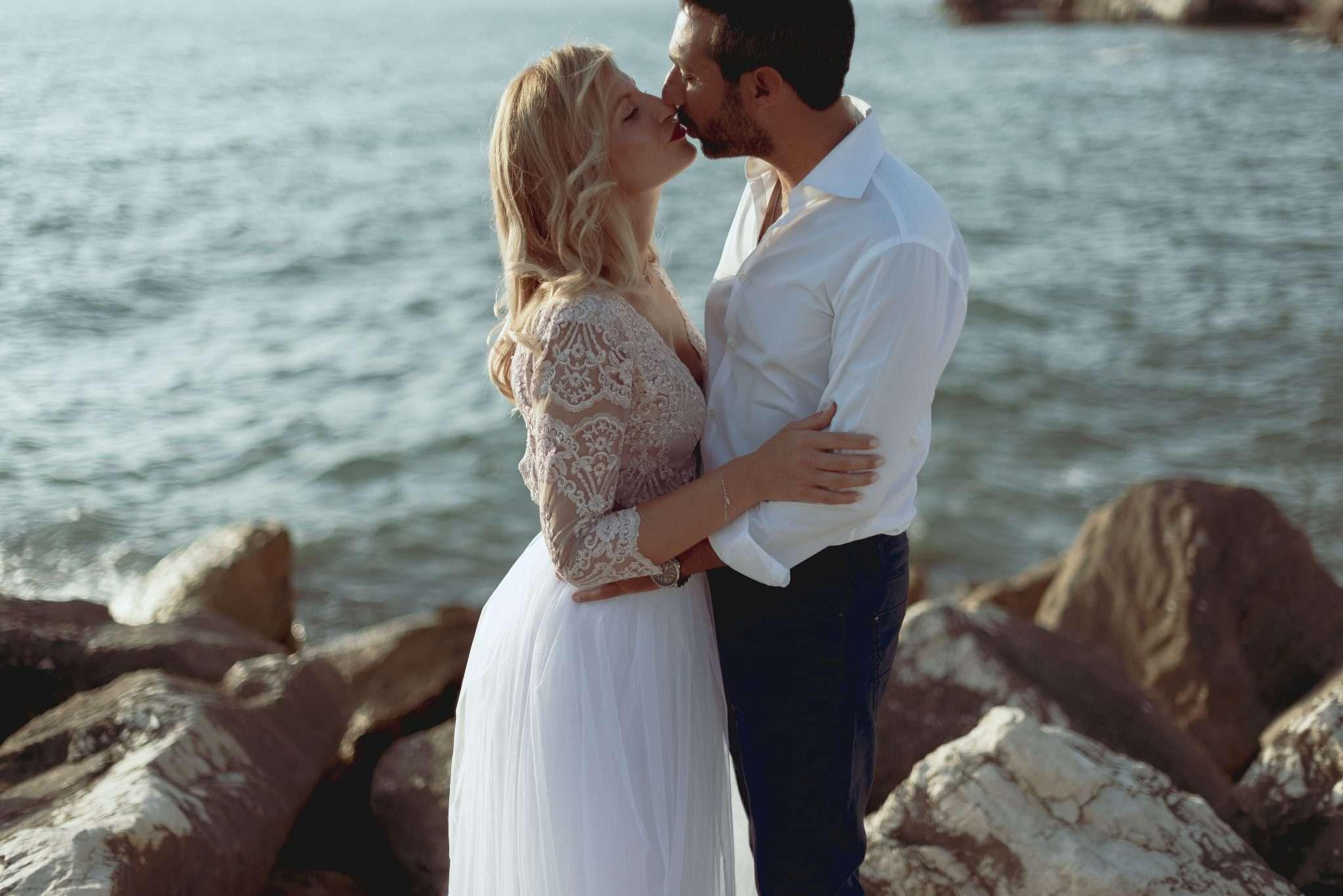Fotografia sposi al mare reportage Bacolirealizzata da Barbara Trincone fotografa con studio a Pozzuoli - Napoli