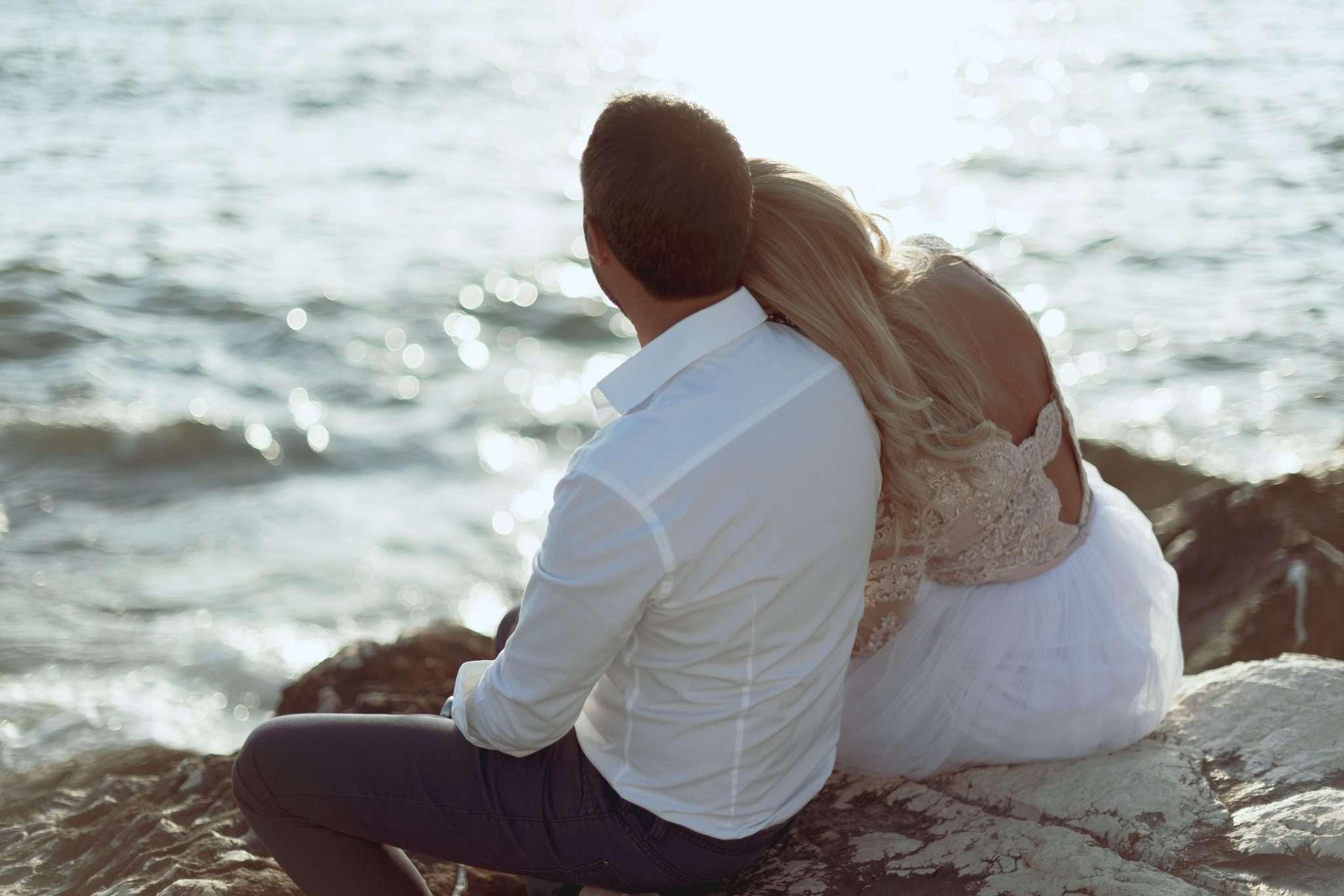 Fotografia sposi al mare - wedding reportage realizzata da Barbara Trincone fotografa con studio a Pozzuoli - Napoli