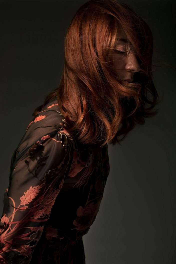 Fotografia ritratto ragazza capelli rossi realizzata da Barbara Trincone, fotografa ritrattista professionista, esegue servizi di creazione ed ampliamento look book per modelle/i e attori