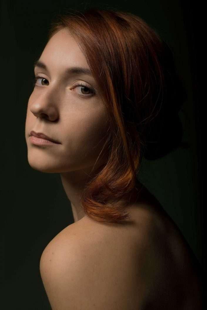 Fotografia ritratto ragazza rossa realizzata da Barbara Trincone, fotografa ritrattista professionista, esegue servizi di creazione ed ampliamento look book per modelle/i e attori