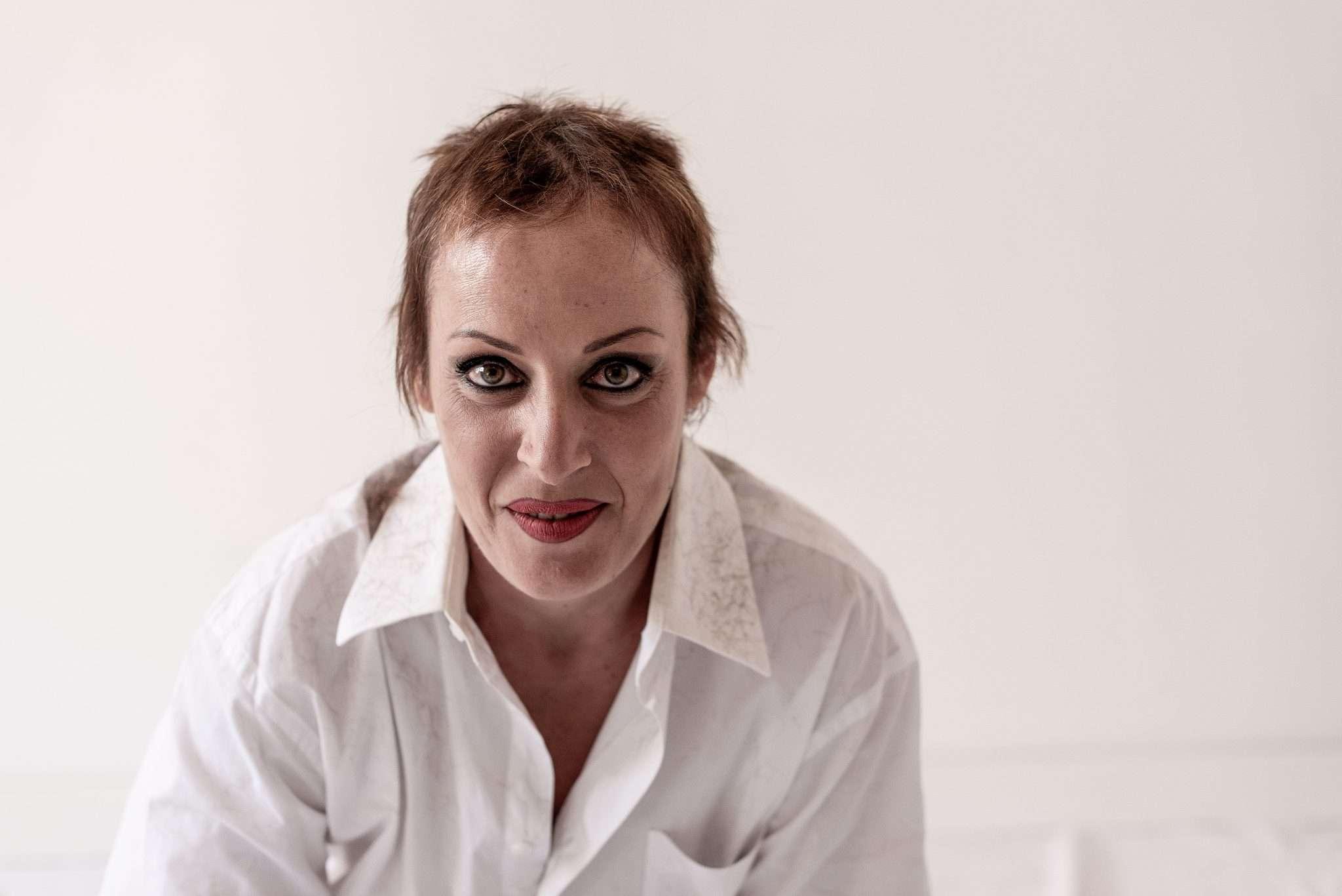 Barbara Trincone, giovane fotografa partenopea per un progetto fotografico dedicato a tutte le donne, moderne eroine di questa società.
