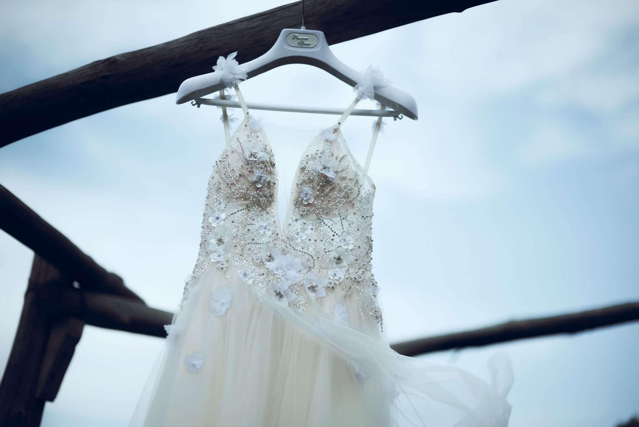 Fotografia vestito sposa wedding reportage realizzata da Barbara Trincone fotografa professionista con studio a Pozzuoli - Napoli