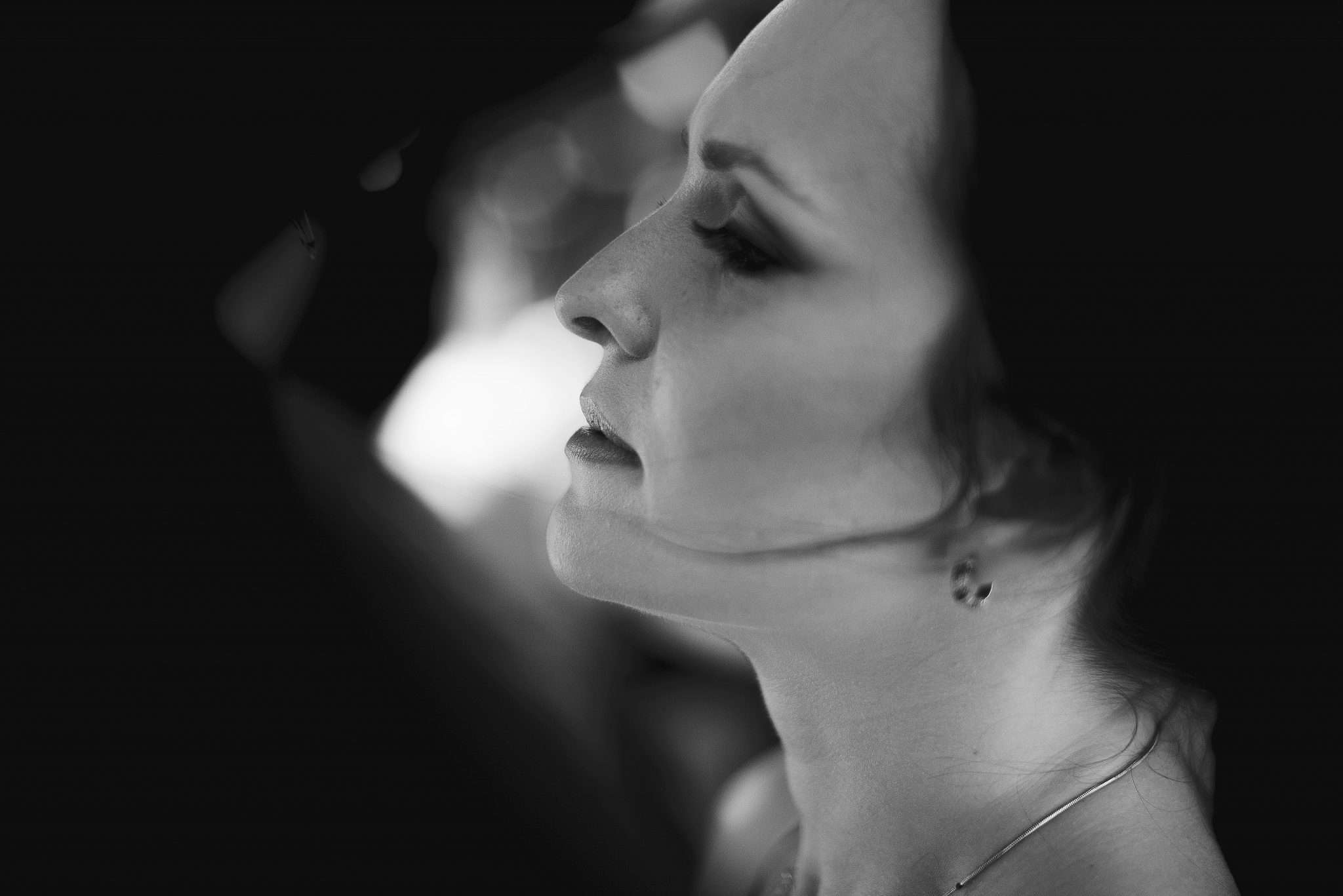 Fotografia profilo sposa in biancoenero realizzata da Barbara Trincone fotografa con studio a Pozzuoli - Napoli