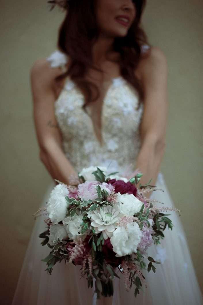 Fotografia sposa con bouquet ad amalfi - wedding reportage realizzata da Barbara Trincone fotografa con studio a Pozzuoli - Napoli