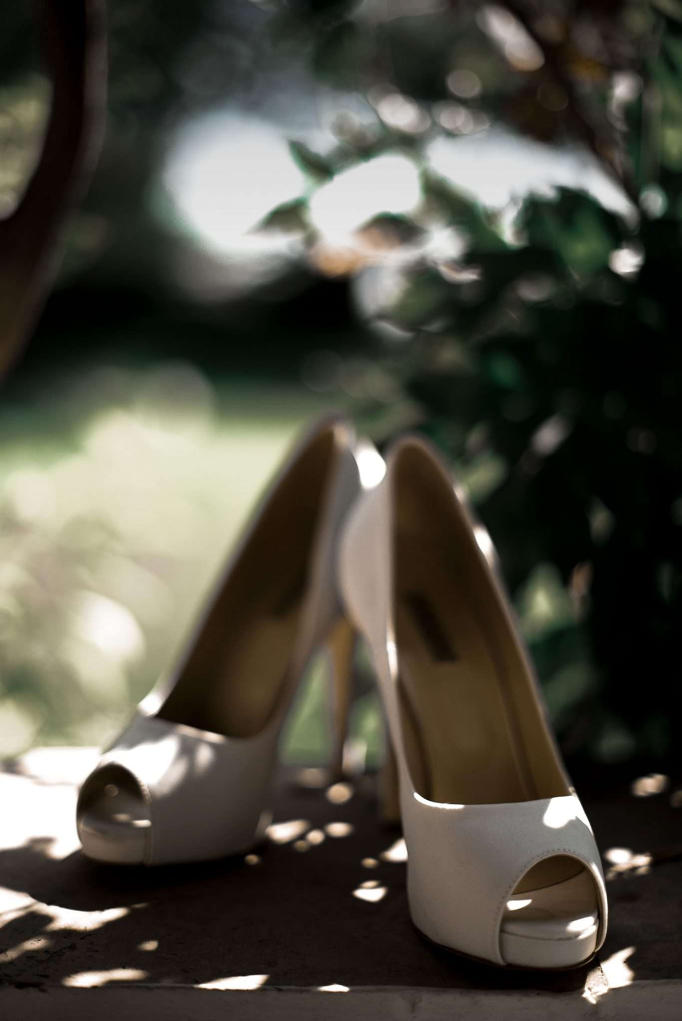 Fotografia scarpe sposa - wedding reportage - realizzata da Barbara Trincone fotografa con studio a Pozzuoli - Napoli