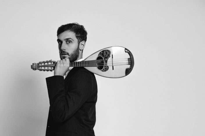 Fotografia musicista classico con mandolino realizzata da Barbara Trincone fotografa professionista a Napoli specializzata in fotografia musicale, ritratti per artisti, band, attori, cantanti, musicisti