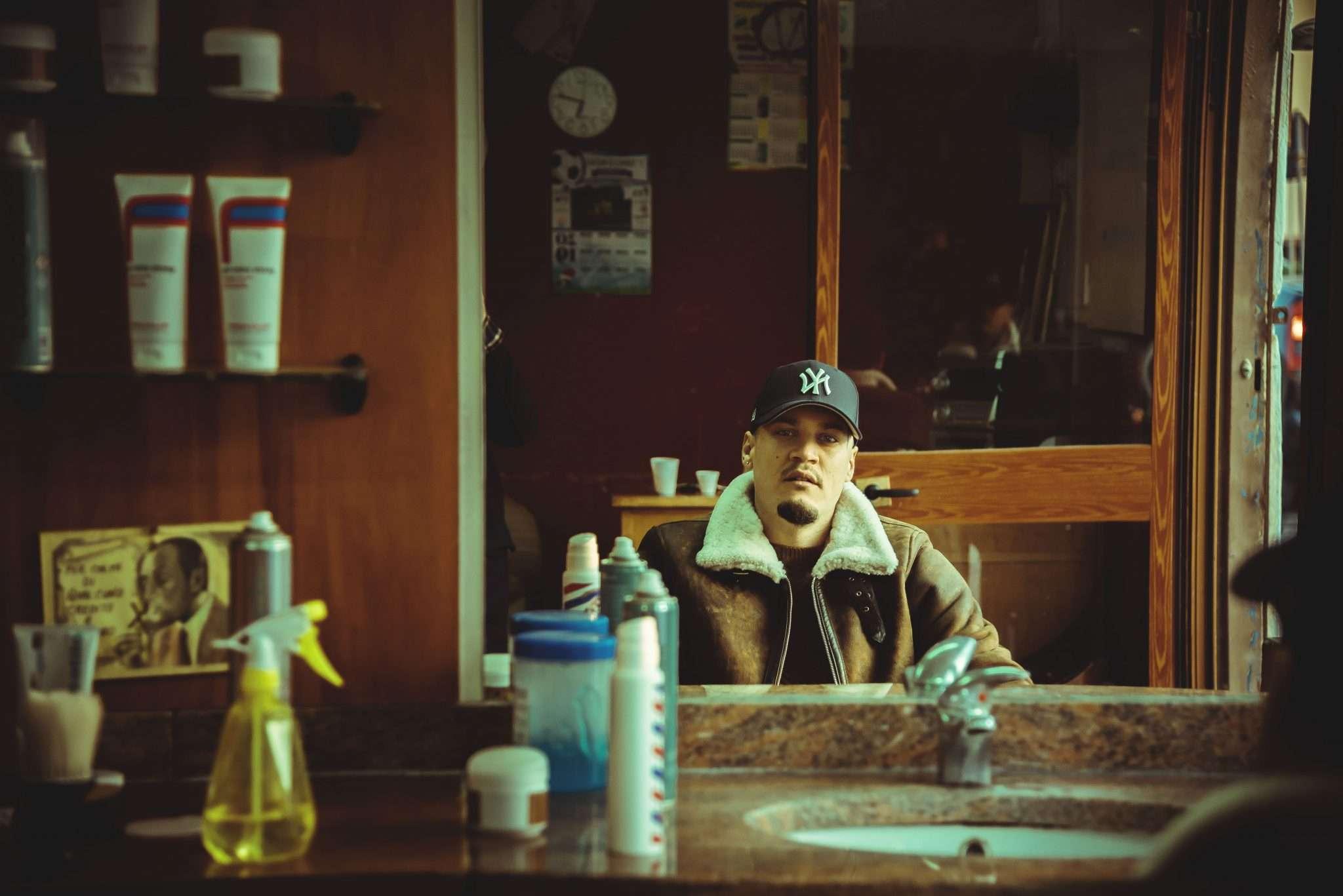 Fotografia rapper napoletano dal barbiere