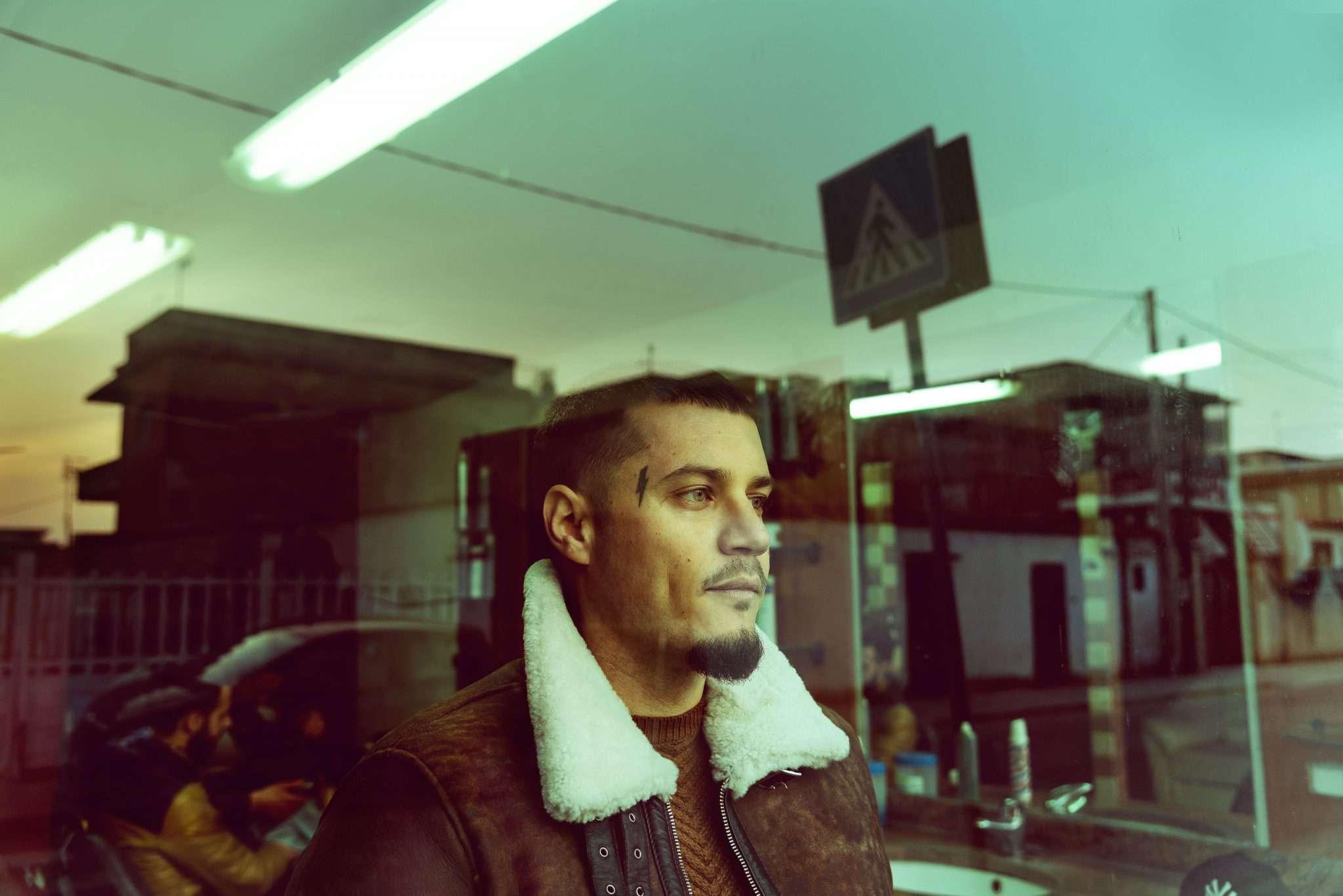 Fotografia primo piano rapper italiano