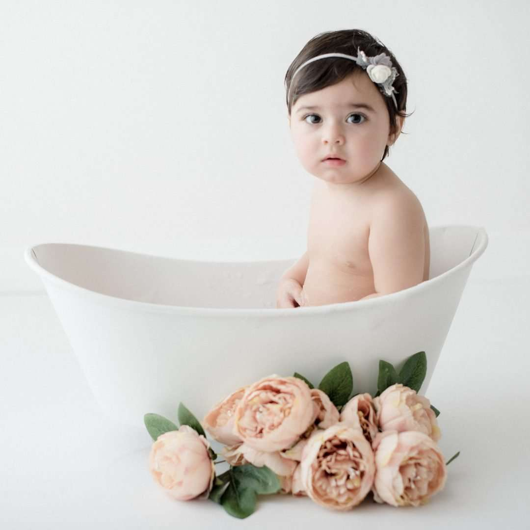 Fotografia bambini napoli bagnetto con fiori