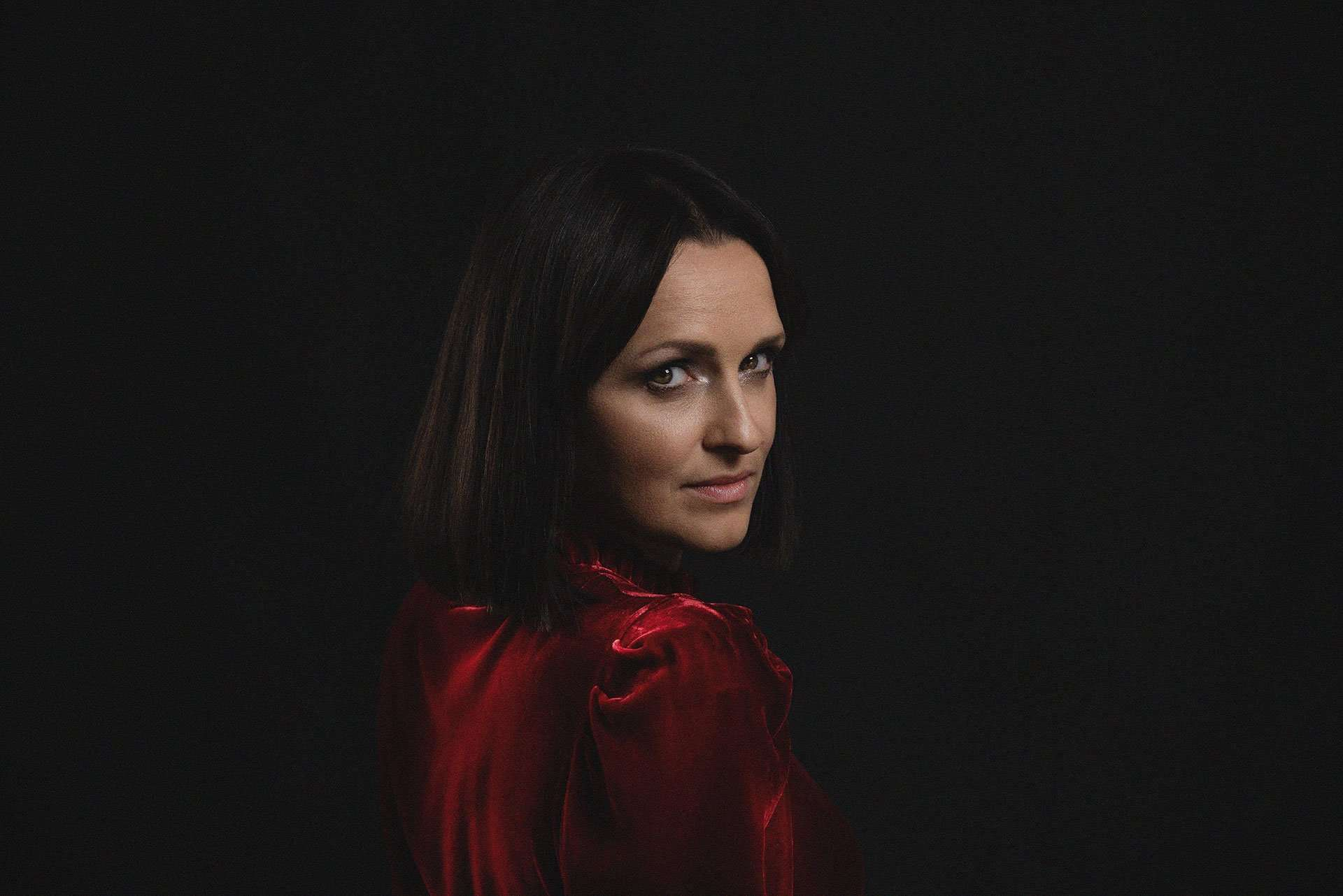 Portrait olga in abito rosso