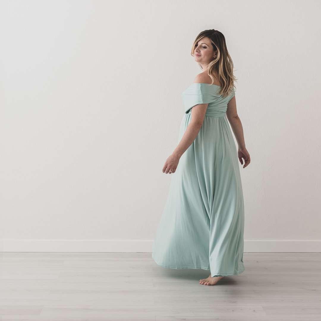Fotografia donna gravidanza abito verde realizzata da Barbara Trincone Fotografo specializzato in Gravidanza, Maternità, Genitorialità, Nascita e Newborn