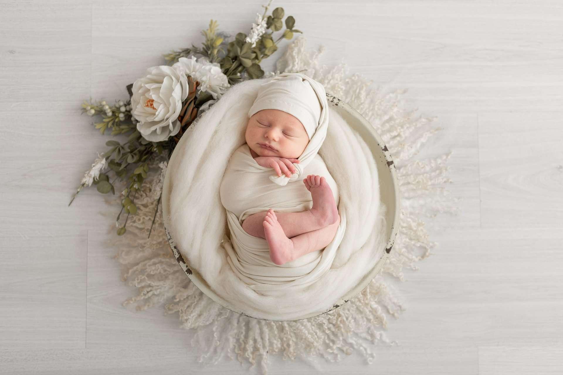 Fotografia newborn con fiori