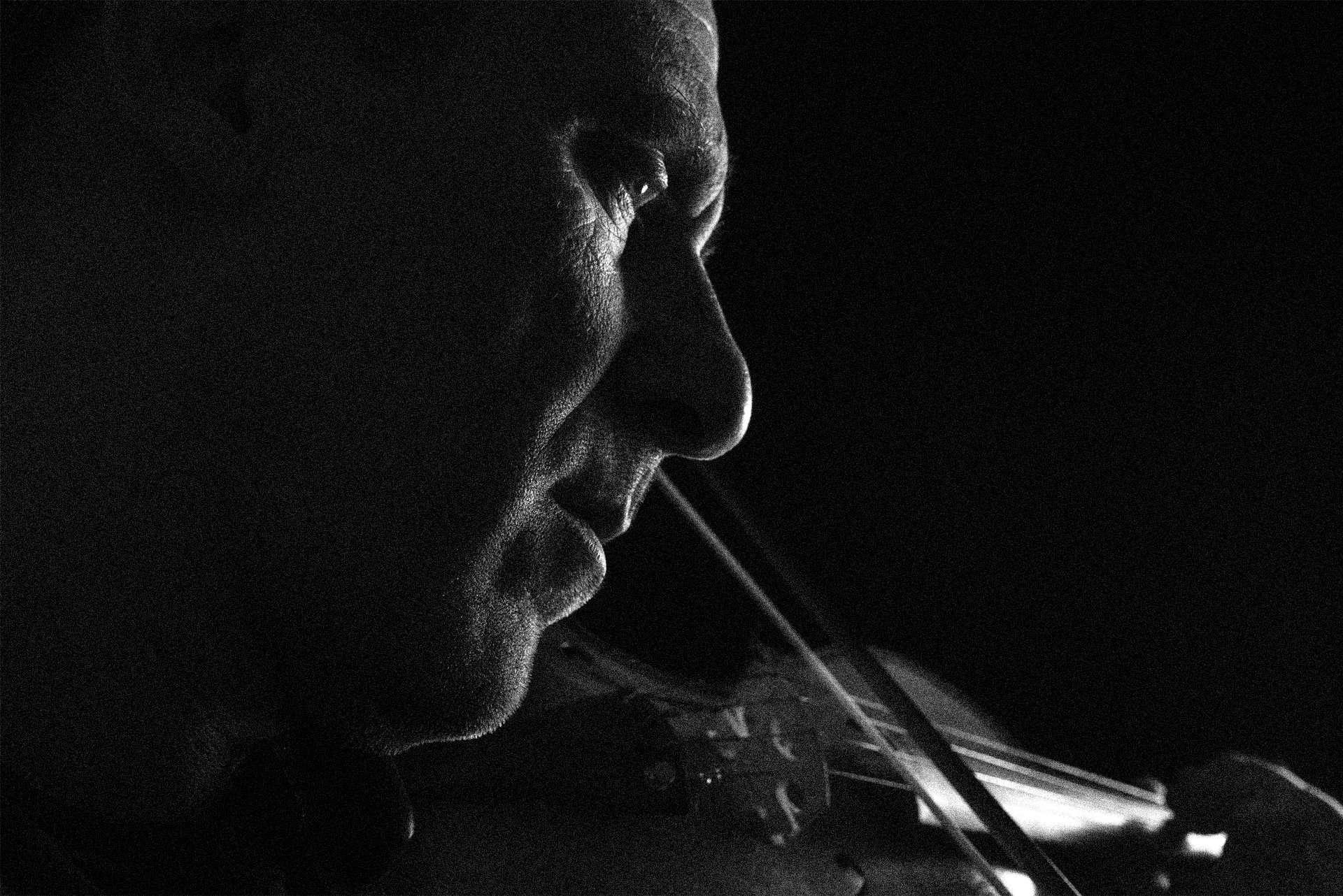 Fotografia ritratto violinista realizzata da Barbara Trincone Fotografo professionista a Napoli specializzata in fotografia musicale, ritratti per artisti, gruppi, attori, cantanti, musicisti e performer