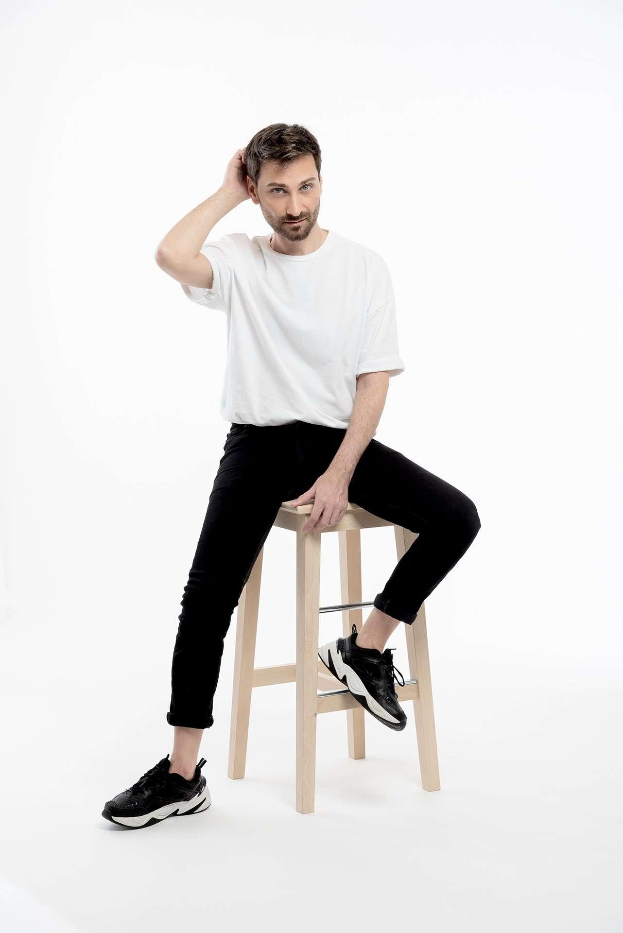Fotografia ragazzo con t-shirt bianca