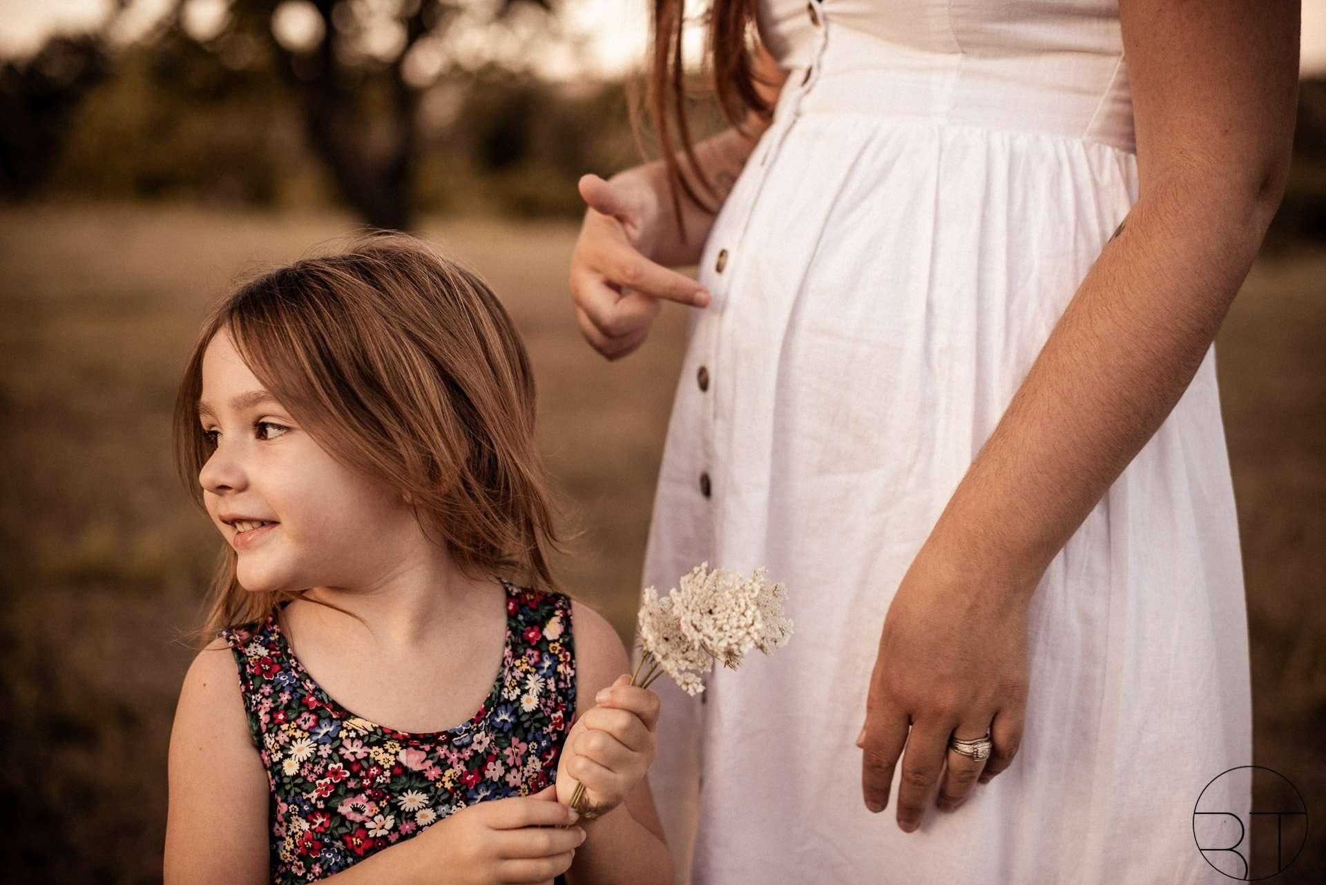Fotografia bambina con mamma realizzata da Barbara Trincone Fotografo specializzato ritratti di famiglia, family session a Napoli, Salerno, Avellino, Caserta