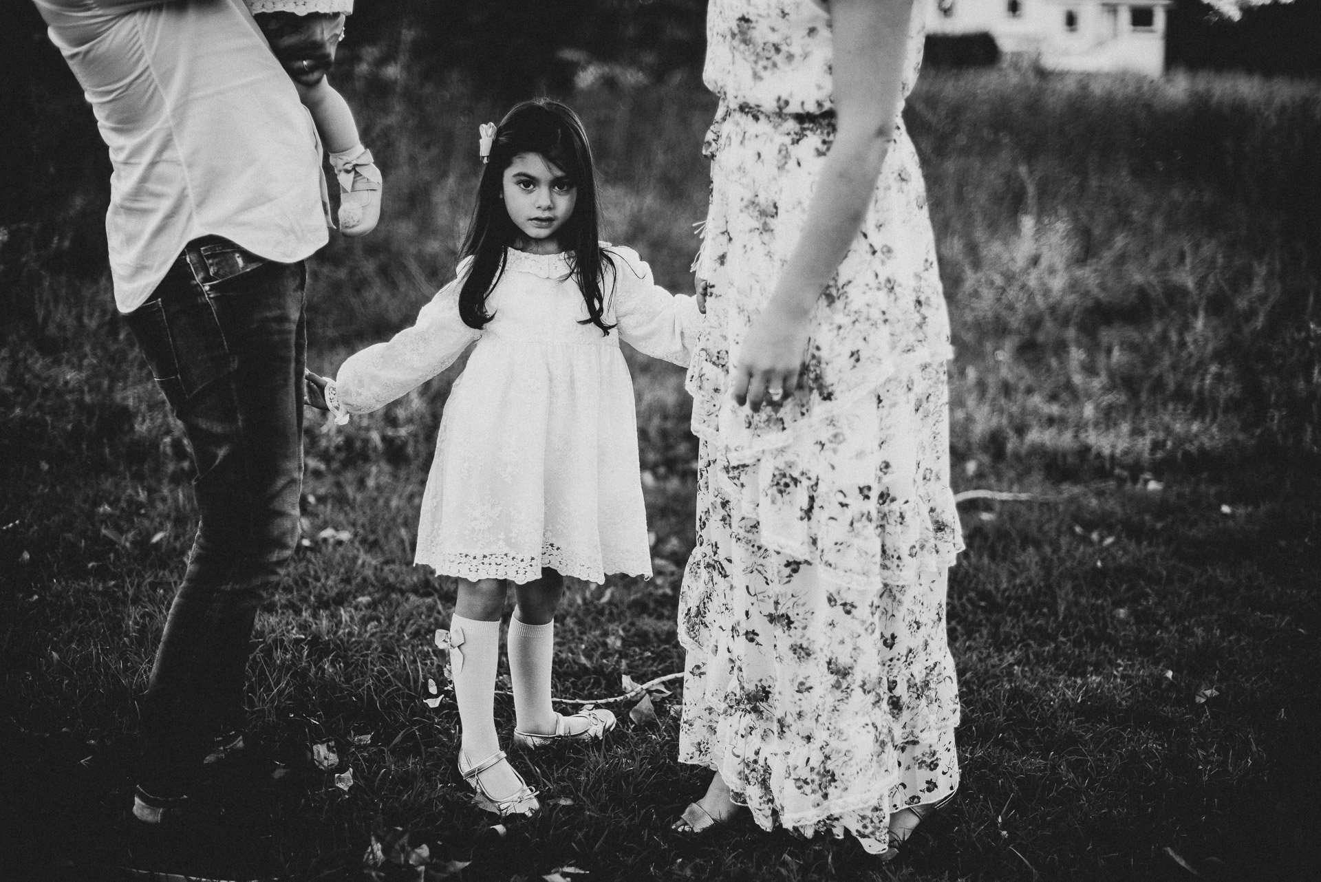 Fotografia bambina in bianco realizzata da Barbara Trincone Fotografo specializzato in Gravidanza, Maternità, Genitorialità, Nascita e Newborn a Napoli