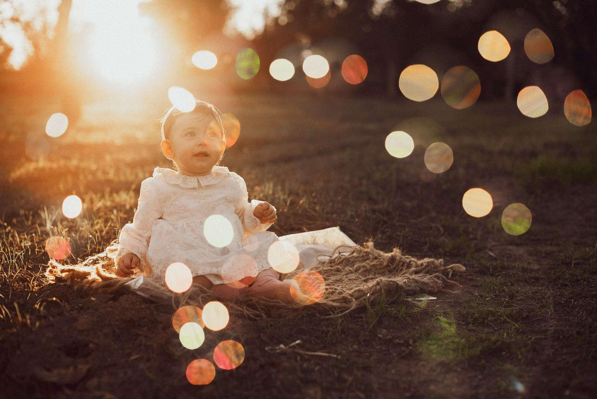 Fotografia bambina tra le bolle realizzata da Barbara Trincone Fotografo specializzato in Gravidanza, Maternità, Genitorialità, Nascita e Newborn a Napoli